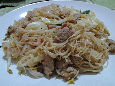 Fried brown rice noodles mee hoon with pork, beansprout, cabbage and spring onion