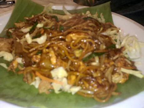 Char kway teow: 235 mg cholesterol