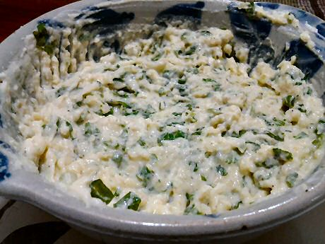 Easy dip made with coriander, springonion, garlic, potatoes, yogurt, pepper and salt