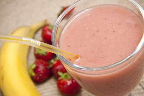 Strawberry smoothie recipe with yogurt