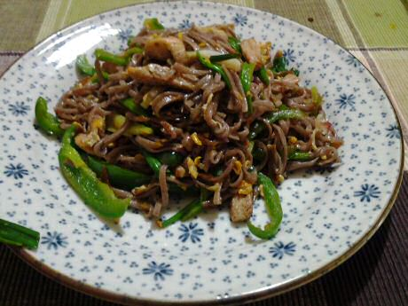 Organic wild rice noodles fried with pork meat and green sweet pepper