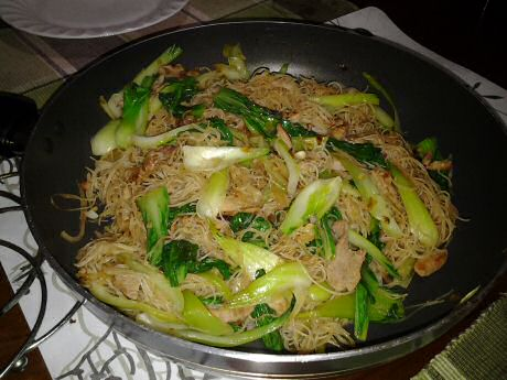Rice vermicelli noodles with pork: 51 mg cholesterol/person