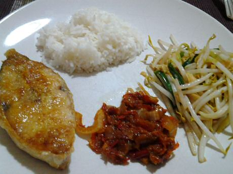 Fried threadfin, sambal ikan bilis, fried beansprout and cooked rice.