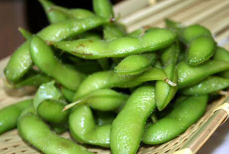 A nice cholesterol free snack: japanese steamed edanami soy beans